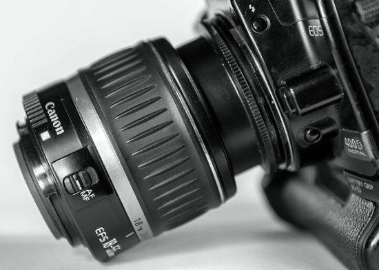 Reverzní makro kroužek na objektivu Canon EF-S 18-55mm f/3,5-5,6 II | makrofotografie | moje Tajemno